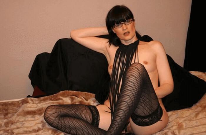 Reife Sex Cam Schlampe zeigt sich auf privatem Foto nackt